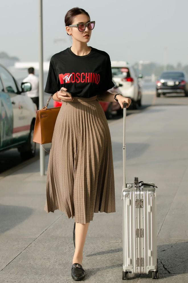 Hà Lade xinh đẹp nổi bật tại sân bay - Ảnh 3.