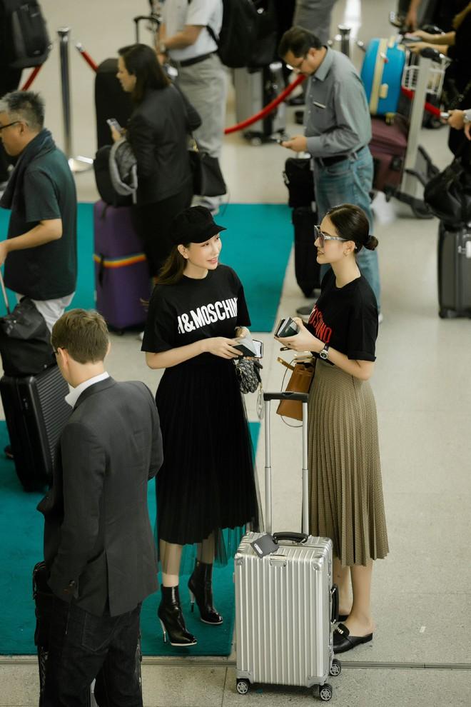 Hà Lade xinh đẹp nổi bật tại sân bay - Ảnh 8.
