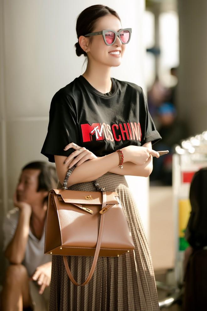 Hà Lade xinh đẹp nổi bật tại sân bay - Ảnh 5.