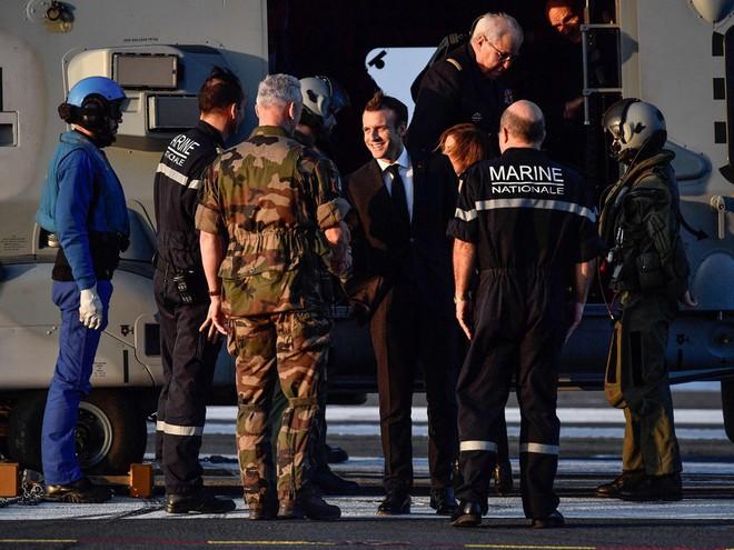 Ảnh: TT Pháp qua đêm trên tàu sân bay Charles de Gaulle, gửi lời đáp trả đanh thép tới TT Trump - Ảnh 1.