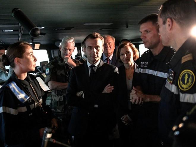 Ảnh: TT Pháp qua đêm trên tàu sân bay Charles de Gaulle, gửi lời đáp trả đanh thép tới TT Trump - Ảnh 3.