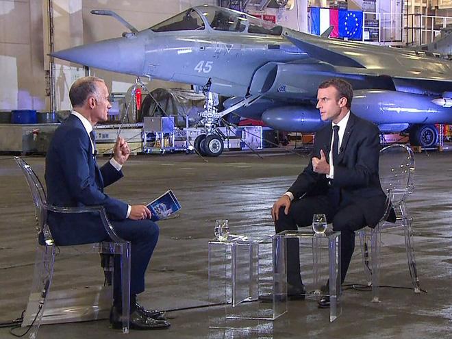 Ảnh: TT Pháp qua đêm trên tàu sân bay Charles de Gaulle, gửi lời đáp trả đanh thép tới TT Trump - Ảnh 2.