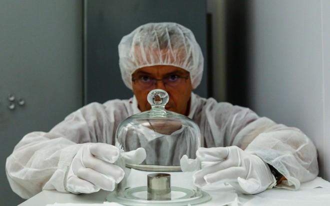 Khái niệm kilogram cũ sẽ bị phế bỏ vĩnh viễn - Tại sao khoa học lại làm vậy? - Ảnh 2.