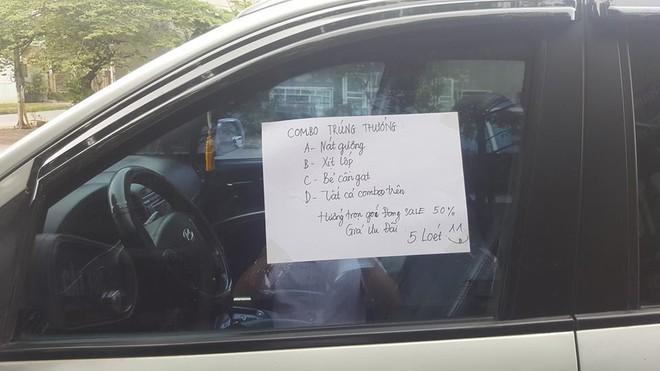 Đỗ xe bên lề vài phút, chủ nhân quay ra đầy ngỡ ngàng vì những mảnh giấy lạ dán đầy ô tô - Ảnh 3.