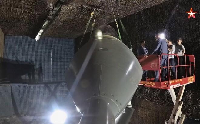 """""""Đột nhập"""" căn phòng đặc biệt thử nghiệm Su-57: Những hình ảnh chưa bao giờ được công bố!"""