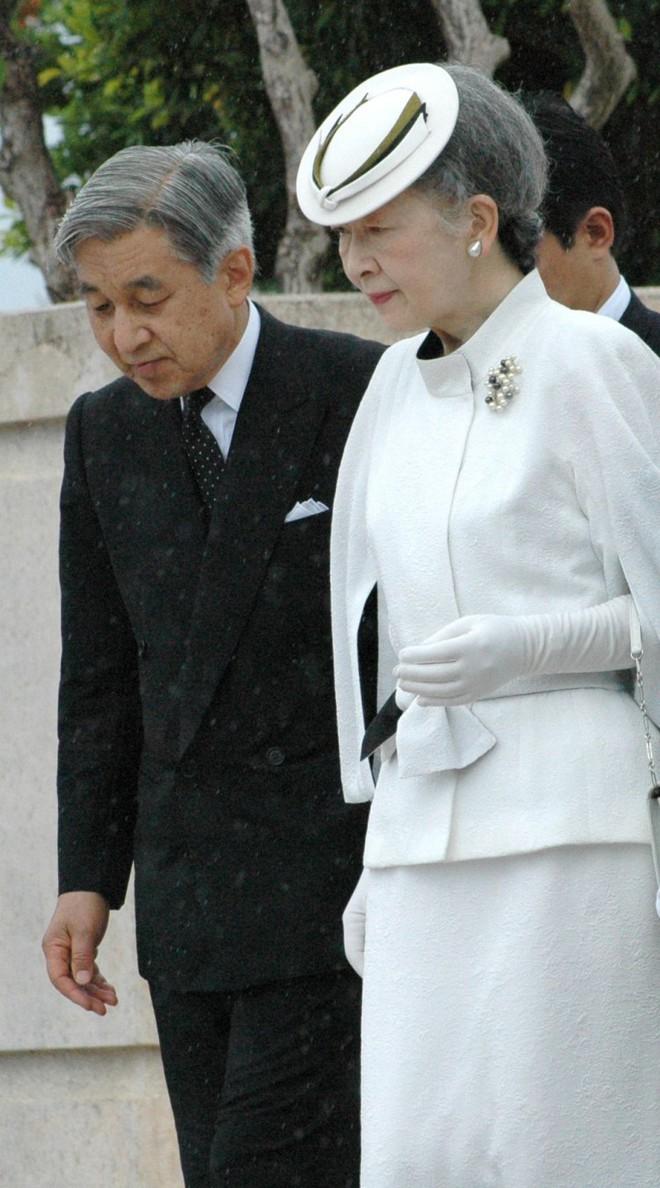 Ngưỡng mộ chuyện tình đẹp như mơ của Nhật hoàng Akihito với cô gái thường dân - Ảnh 4.