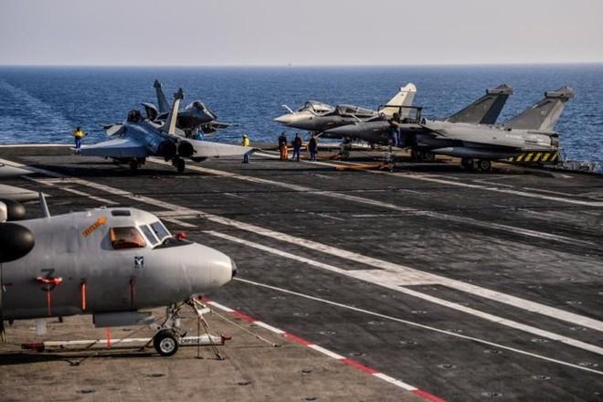 Cận cảnh boong tàu sân bay Charles de Gaulle của hải quân Pháp - Ảnh 14.
