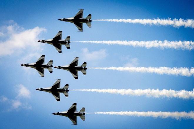 Tại sao máy bay thương mại phải giữ khoảng cách trong khi chiến đấu cơ không cần? - Ảnh 3.