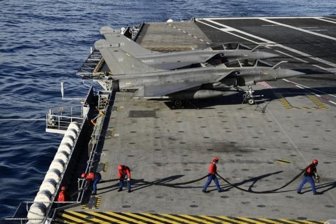 Cận cảnh boong tàu sân bay Charles de Gaulle của hải quân Pháp - Ảnh 7.
