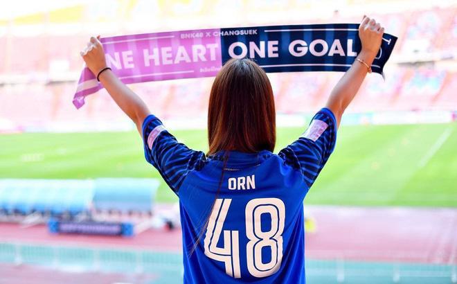 Ngắm hot girl Thái Lan trao trọn trái tim cho bầy Voi chiến