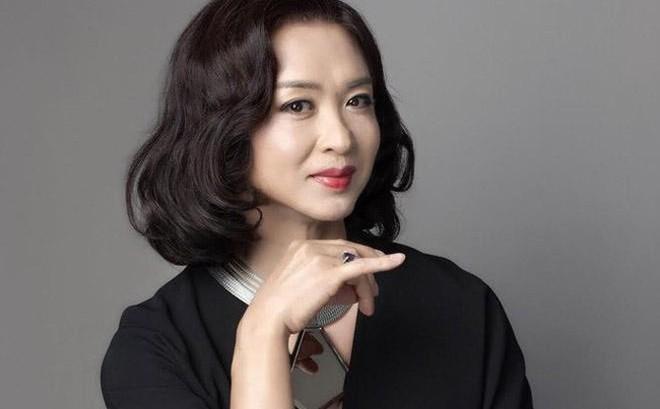 MC nổi tiếng nhất Trung Quốc muốn chuyển giới, bố đã nói một câu khiến cô bật khóc