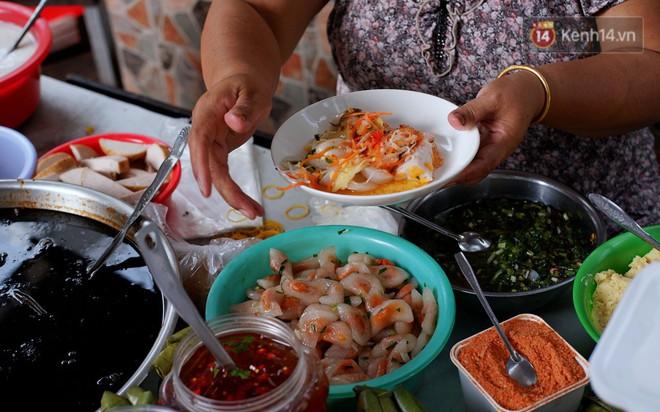 Tiệm ăn hàng 30 năm của dì Gái chịu chơi nhất Sài Gòn, mỗi ngày bán trong 1 giờ là hết veo - Ảnh 2.