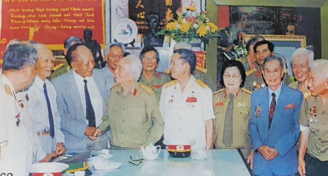 Chuyện cảm động ghi ở Bệnh viện Hữu nghị: 4 vị tướng cúi đầu bên giường một vị trung tá - Ảnh 3.
