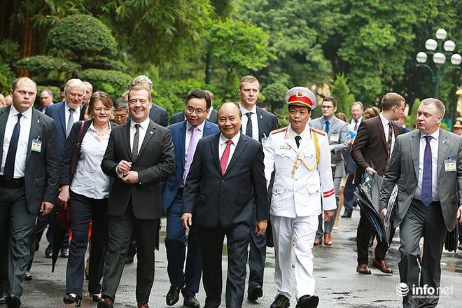 Toàn cảnh lễ đón chính thức Thủ tướng Nga Medvedev thăm Việt Nam - Ảnh 13.