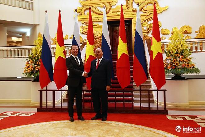 Toàn cảnh lễ đón chính thức Thủ tướng Nga Medvedev thăm Việt Nam - Ảnh 14.