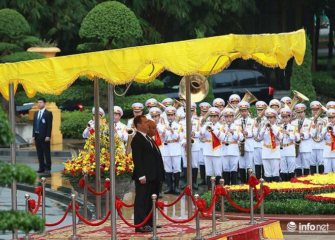 Toàn cảnh lễ đón chính thức Thủ tướng Nga Medvedev thăm Việt Nam - Ảnh 3.