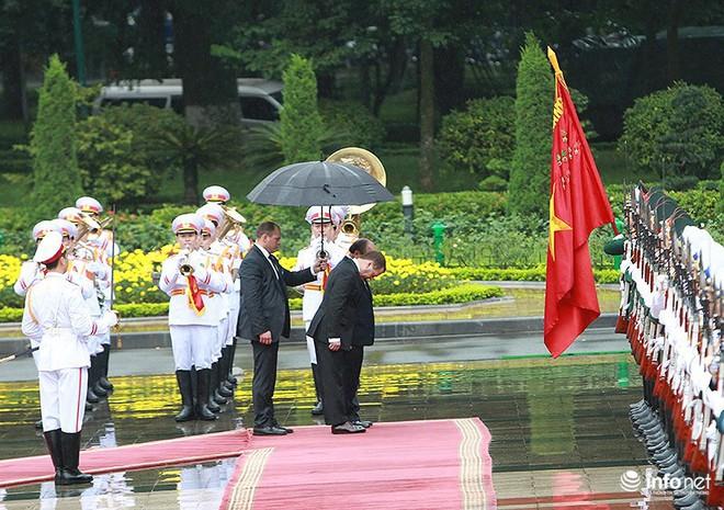 Toàn cảnh lễ đón chính thức Thủ tướng Nga Medvedev thăm Việt Nam - Ảnh 5.