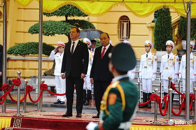 Toàn cảnh lễ đón chính thức Thủ tướng Nga Medvedev thăm Việt Nam - Ảnh 7.