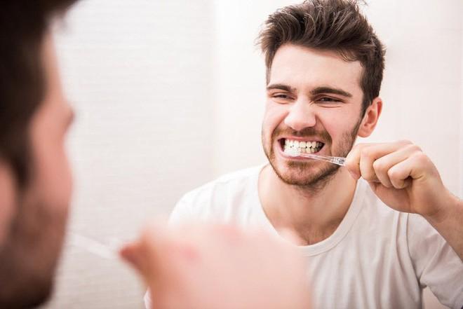 Nha sĩ nhắc nhở: 90% người đang giả vờ đánh răng, hãy sửa ngay lỗi sai để không mất răng - Ảnh 3.