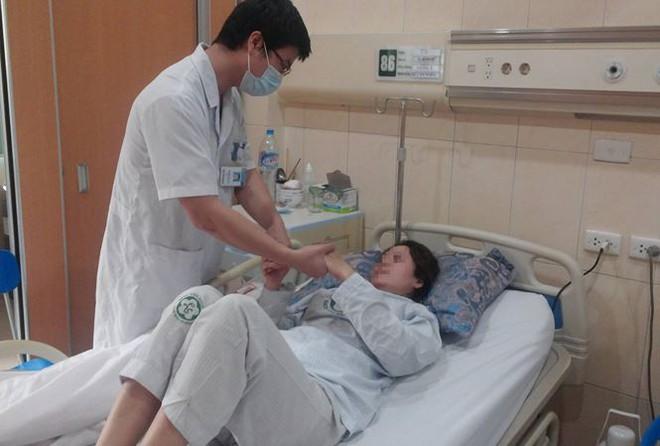 Bí quyết vàng giúp người đột quỵ hồi phục sau 24h: Rất quan trọng ai cũng cần ghi nhớ - Ảnh 1.