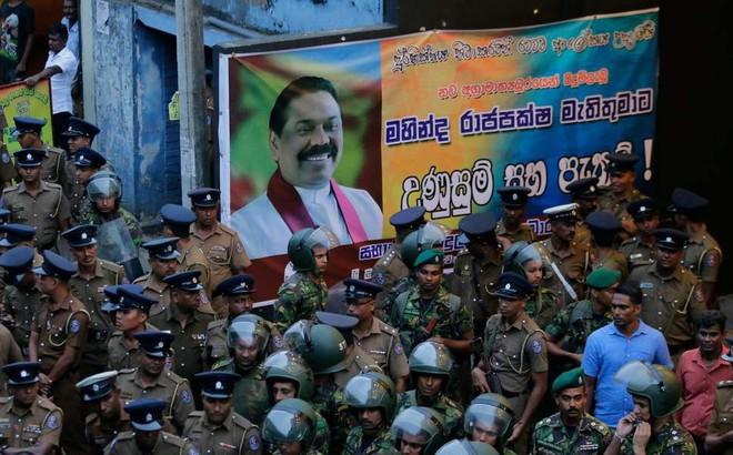 """Khủng hoảng chính trị ở Sri Lanka: """"Huynh đệ tương tàn"""" vì đâu và vì ai?"""