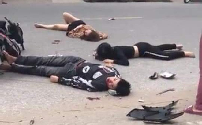 Hiện trường tai nạn xe đạp điện ở Hải Dương: Người nằm sấp, người nằm ngửa la liệt trên đường