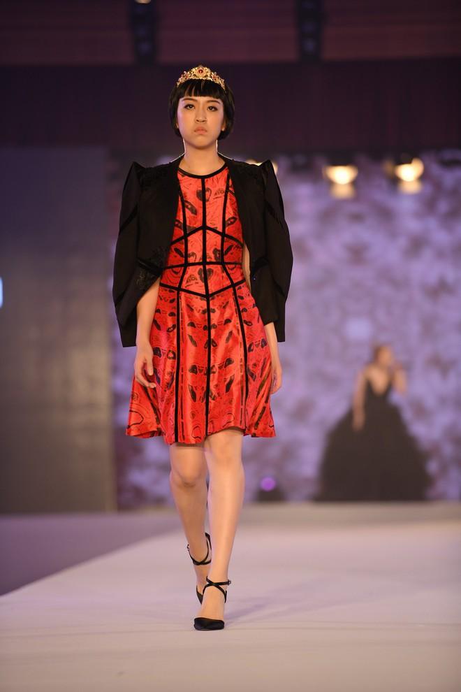 NTK Đỗ Trịnh Hoài Nam, ca sĩ Isaac gây ấn tượng tại sự kiện thời trang lớn ở Malaysia - Ảnh 7.