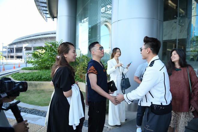 NTK Đỗ Trịnh Hoài Nam, ca sĩ Isaac gây ấn tượng tại sự kiện thời trang lớn ở Malaysia - Ảnh 4.