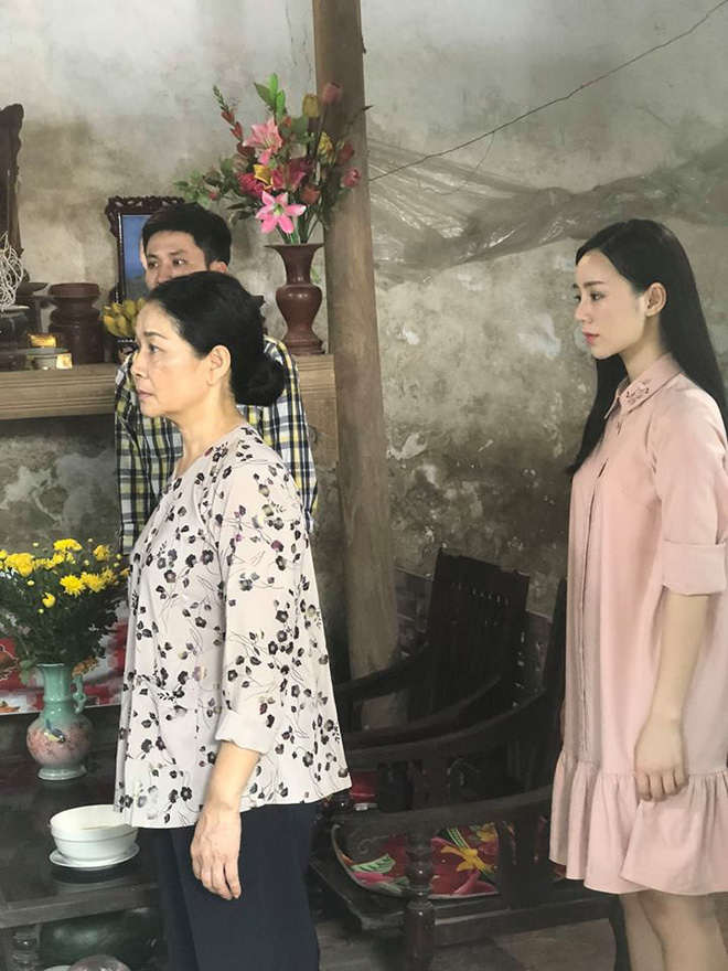 Em gái Lan cave xem tập cuối Quỳnh búp bê qua điện thoại, bật khóc nức nở  - Ảnh 1.