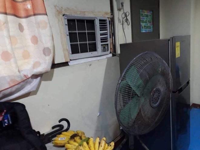 Hình ảnh tơi tả gây tranh cãi về phòng thay đồ Philippines dành cho Thái Lan - Ảnh 4.