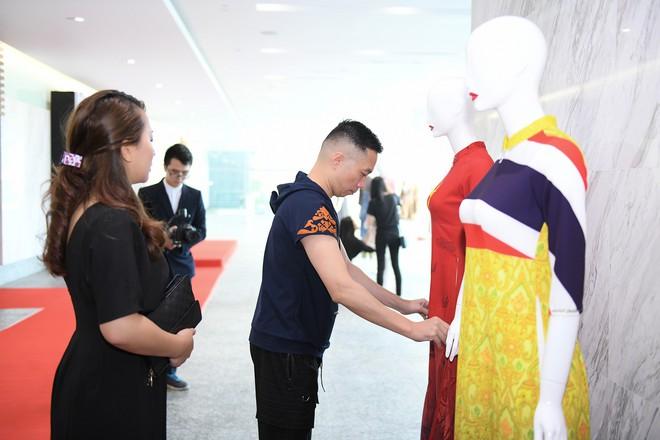 NTK Đỗ Trịnh Hoài Nam, ca sĩ Isaac gây ấn tượng tại sự kiện thời trang lớn ở Malaysia - Ảnh 5.