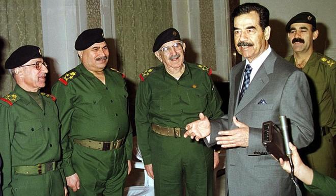 Chiến dịch Bình Minh Đỏ: Sai lầm thô thiển khiến Mỹ không thể bắt được Saddam Hussein sớm hơn - Ảnh 2.