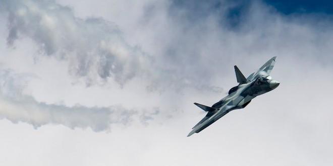 Màn phô diễn hoành tráng chứng tỏ J-20 Trung Quốc và Su-57 Nga còn xa mới sánh ngang F-35 - Ảnh 3.