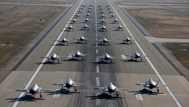 Màn phô diễn hoành tráng chứng tỏ J-20 Trung Quốc và Su-57 Nga còn xa mới sánh ngang F-35 - Ảnh 4.