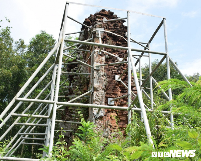 Mang sắt thép quây chằng chịt chống đỡ phật viện lớn nhất Đông Nam Á - Ảnh 1.