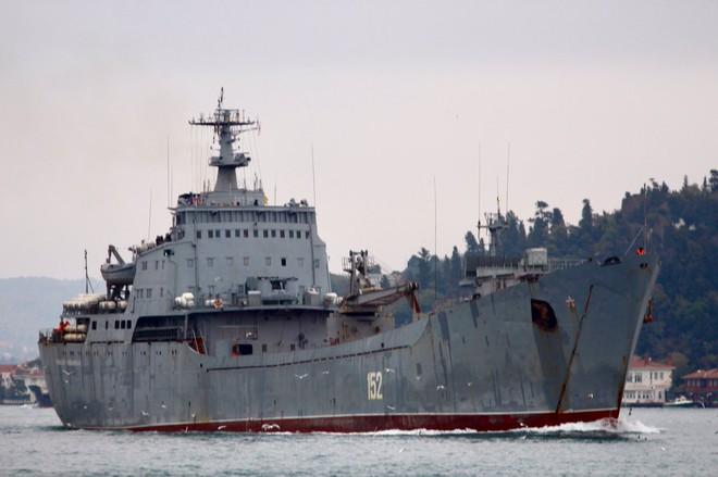 Tàu Nga ùn ùn chở vũ khí, trang bị tới Syria: Sẵn sàng cho đòn tấn công quyết định - Ảnh 1.