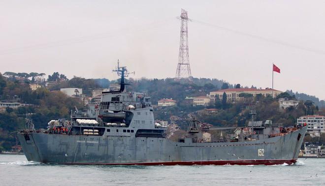 Tàu Nga ùn ùn chở vũ khí, trang bị tới Syria: Sẵn sàng cho đòn tấn công quyết định - Ảnh 4.