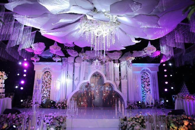 Cô dâu đeo vàng nặng trĩu trong đám cưới chi 2,5 tỷ tiền bắc rạp, trang trí 100% hoa tươi - Ảnh 5.