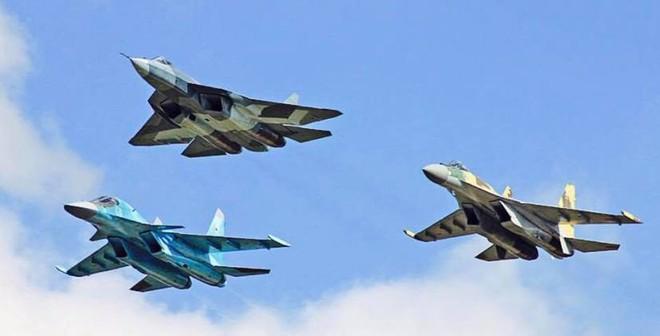 Su-57 Nga sẽ tiếp tục oanh tạc ở Syria: Đánh khủng bố hay dằn mặt F-22 Mỹ? - Ảnh 1.