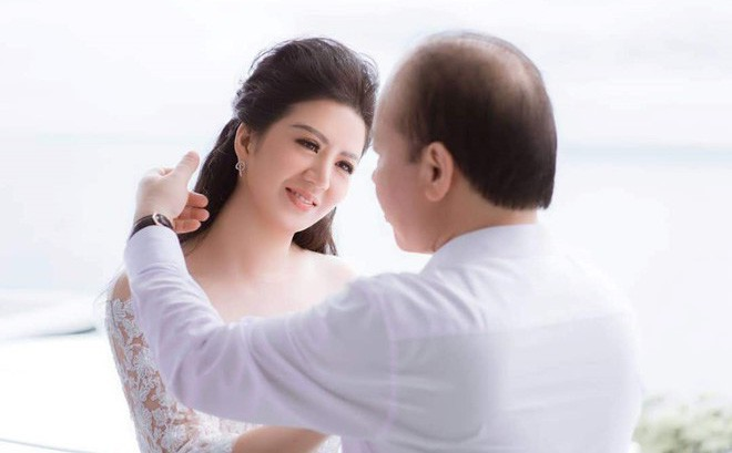 Đinh Hiền Anh tiết lộ về cuộc sống cùng chồng là Thứ trưởng Bộ Tài chính