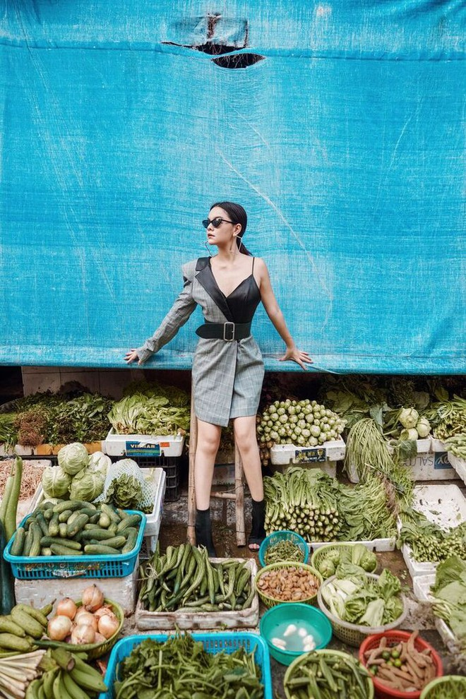Phạm Quỳnh Anh tạo dáng sexy giữa chợ rau ở Hà Nội - Ảnh 13.