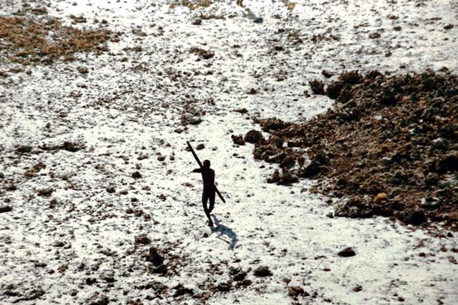 Đến thăm bộ lạc bí ẩn với mục đích kết bạn, nam thanh niên bị trai bản bắn cung chết tại chỗ - Ảnh 2.