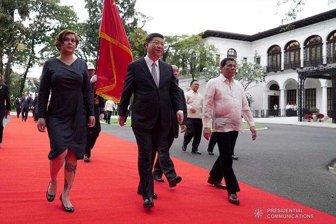 Con gái Tổng thống Duterte: Cảm thấy như cá mắc cạn vì lễ đón tiếp Chủ tịch Tập Cận Bình - Ảnh 1.
