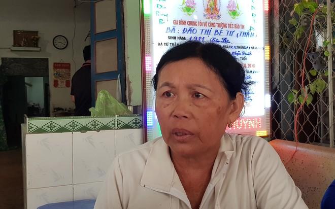 Vụ lật xe bồn chở xăng 6 người chết ở Bình Phước: Nhiều người bật khóc khi thấy quan tài 3 mẹ con nằm cạnh nhau - Ảnh 3.