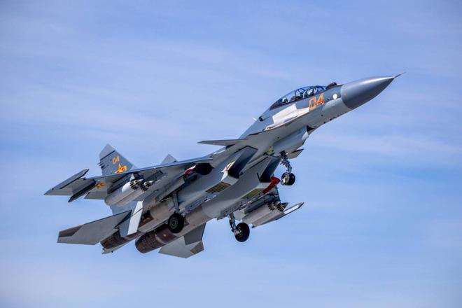Tiêm kích Su-30SM có gì đặc biệt khiến Minsk chờ đợi còn Erevan sục sôi? - Ảnh 1.