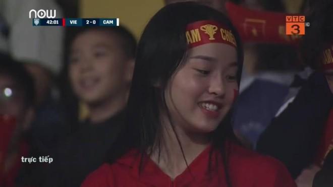 Khán giả nhanh tay chụp màn hình, xuýt xoa với nhan sắc hàng loạt cô gái trên Hàng Đẫy - Ảnh 3.