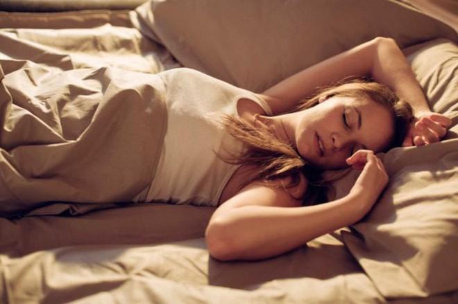 Điều gì xảy ra khi ngủ quá nhiều? - Ảnh 2.