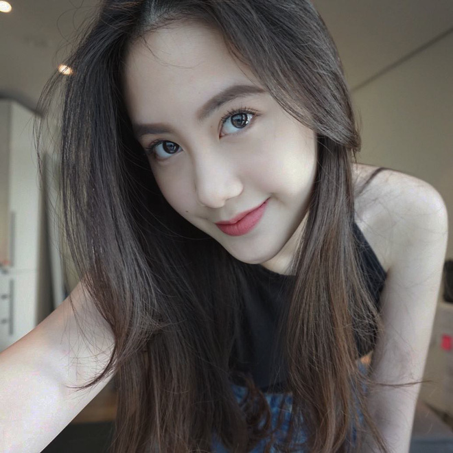 Hot girl Lào gốc Việt xinh đẹp nổi bật trong lễ tốt nghiệp đại học tại Anh - Ảnh 4.
