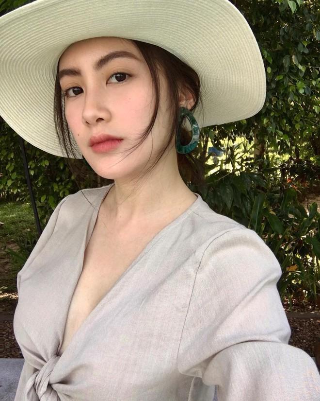 Hot girl Lào gốc Việt xinh đẹp nổi bật trong lễ tốt nghiệp đại học tại Anh - Ảnh 10.