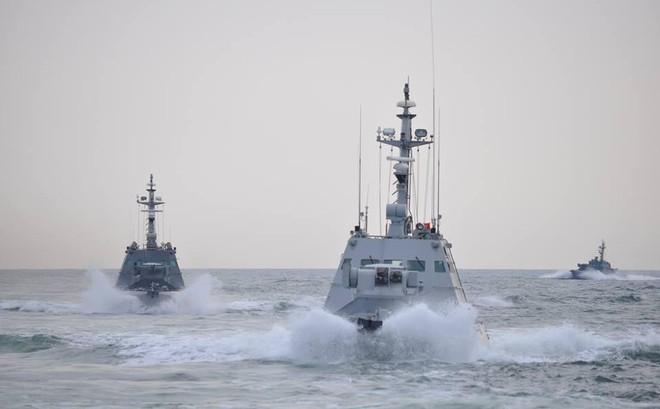 Bị tàu Nga nã đạn, Hải quân Ukraine báo động khẩn cấp, toàn bộ tàu chiến tiến ra biển